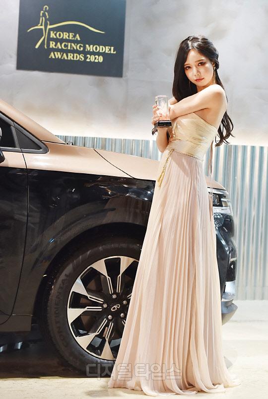 [포토]한민영 `한국 레이싱모델 어워즈, 최우수 글로벌스타상 받았어요`